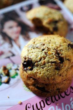 Mais pourquoi est-ce que je vous raconte ça... doriancuisine.com: Forcément Chloé ! Les recettes de Chloé et recettes gourmandes, son premier livre… et Cookies Chloé Chouchous au peanuts butter ! pour fêter ça…
