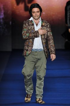 Etro Fall 2013 Menswear Collection Slideshow on Style.com