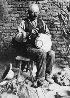 Il signore che aggiustava le terrecotte   #TuscanyAgriturismoGiratola