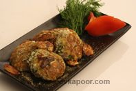 Paneer Suva Ki Tikkiyan: Paneer, dill leaves mixed with masalas, shaped into tikkis and shallow fried. Indian Snacks, Indian Food Recipes, Holi Recipes, Sanjeev Kapoor, Light Snacks, Kebabs, Cottage Cheese, Shallow, Starters