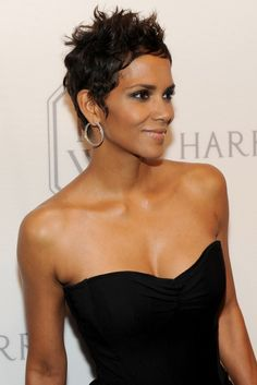 Pixie Chicks: Halle Berry, 2009: Short and spiky is Berry's stunning signature. I miss this hairstyle!!!!