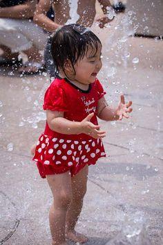 """Fountain which can be idle""  21.Jul.2014  初めての『遊べる噴水』海の中道のワンダーワールドにて。強制撤収せねば〜止めなかった! HIMARIは水が好き♡"