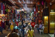 [Diário da Missão] No 3º dia de viagem, por entre ruas estreitas que lembram verdadeiros labirintos, descobrimos um mundo novo de cores, cheiros, artefactos e vendedores. Ler Artigo AQUI: http://checkthisout.me/MissaoGuineDia3