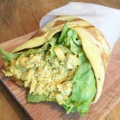 Kycklingcurryröra med cashews & russin i äggwrap (lchf, paleo & mjölkfritt) Vegetarian Recipes, Cooking Recipes, Healthy Recipes, Lchf, Bali, Clean Eating, Healthy Eating, Healthy Food, Dessert For Dinner