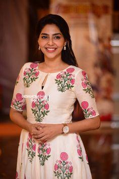 Aishwarya Lekshmi at Njandukalude Naattil Oridavela 100 Days celebration Sleeves Designs For Dresses, Neck Designs For Suits, Dress Neck Designs, Churidar Designs, Kurta Designs Women, Casual Fall Outfits, Casual Dresses, Fashion Dresses, Long Dresses