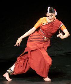 Rama Vaidyanathan Fred And Ginger, Indian Classical Dance, Nataraja, Female Actresses, Silhouette Art, Dance Art, Girl Dancing, Just Dance, Dance Costumes