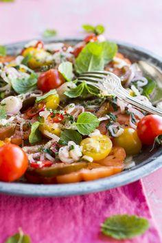 Tulinen tomaattisalaatti, Tomatosalad with chili – Ruoka.fi