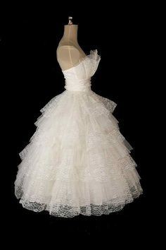 Vintage 1950s Strapless Lace & Tulle Wedding Dress, Crumb Catcher Neckline XS / S
