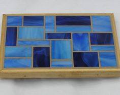 Blue Glass Mosaic Trivet Mosaic Tray, Mosaic Tile Art, Mosaic Ideas, Mosaic Designs, Home Crafts, Arts And Crafts, Tile Projects, Stepping Stones, Stained Glass