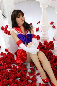 Character: Sailor Mars (Rei Hino) / From: 'Pretty Soldier Sailor Moon' Manga & 'Sailor Moon' Anime Series / Cosplayer: Unknown Sailor Moon Girls, Sailor Moon Manga, Sailor Saturn, Sailor Mars Cosplay, Amazing Cosplay, Best Cosplay, Cosplay Outfits, Cosplay Girls, Anime Cosplay