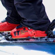 The Tom Wallisch Pro is an awesome option for any advanced to expert level skier who has narrow to medium forefoot and narrow shaft of the leg. Get a roomier feel out of the box with the Soul Shell which is a narrower 99mm last with a wider toe box for instant comfort. The Pro Wrap Liner from Intuition provides tons of comfort. You'll be turning heads on the slopes with style and flash with 8 bit color theme that even video game enthusiast can appreciate.