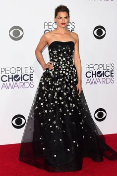 Stana Katic, the winner for Favorite Crime Drama TV Actress, slayed 'em in a strapless black Carolina Herrera embellished with daisies at the People's Choice Awards. (Photo: Frederic J. Brown/Agence France-Presse — Getty Images)
