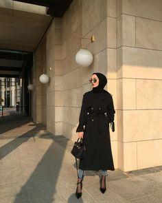✨🕴🏻 İlkbahar/ yaz sezonu basic trençkot serisi… the # Basic Basic spring / summer trench coat series . Stylish Hijab, Modest Fashion Hijab, Modern Hijab, Street Hijab Fashion, Hijab Chic, Muslim Fashion, Hijab Fashion Inspiration, Mode Inspiration, Hijab Dress