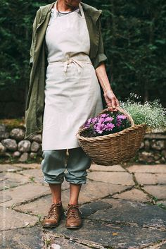 garden outfit Mature woman enjoying a spring day o - Spring Day, Mode Style, Simple Living, Belle Photo, Country Life, Homesteading, Blue Jeans, Dame, Casual