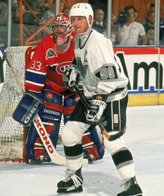 Patrick Roy and Wayne Gretzky, 1993 Stanley Cup Final - Hockey Goalie, Hockey Teams, Ice Hockey, Hockey Stuff, Montreal Canadiens, Patrick Roy, Hockey Boards, Hockey Pictures, Kings Hockey