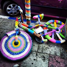 loving this colourful bike yarnbomb! http://wp.me/pjlln-2dP #yarnbomb #knithacker