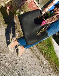 New outfit post is up on the blog... Right on time for your Casual Friday ;) Have fun and let me know what you think! With joy, R.  #outfitpost #newblogpost #StylistTips #FreeTips #ImageConsulting #PersonalStylist #Editor #East69thand1Style #blog