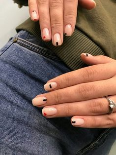 The advantage of the gel is that it allows you to enjoy your French manicure for a long time. There are four different ways to make a French manicure on gel nails. Minimalist Nails, Minimalist Art, Nail Manicure, Gel Nails, Nail Polish, Manicures, Coffin Nails, Cute Nails, Pretty Nails