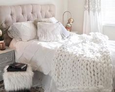 Best Ideas For Home Decor Simple Livingroom Decor - How should I arrange my living room furniture? Simple Livingroom Decor - How do you decorate a living room with a GREY couch? Bedroom Inspo, Bedroom Decor, Bedroom Inspiration, Teen Girl Bedrooms, Home Decor Shops, Dream Rooms, My New Room, Master Bedroom, Serene Bedroom