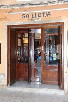 Sa Llotja Restaurant Mallorca Labsal Restaurant Mallorca, Backpacking Europe, China Cabinet, Locker Storage, Furniture, Restaurants, Travel, Home Decor, Palmas
