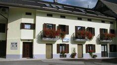 V bovški vasici Čezsoča, samo 3km stran od Bovca sen nahajajo apartmaji. Okolica pa je primerna za razne aktivnosti na vodi in v naravi. O tem preberite na: www.viaSlovenia.com, kategorija apartmaji -> Bovec.
