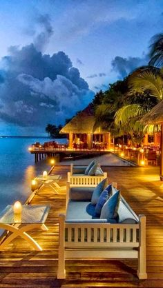 ", ""The Leading Hotel in the Indian Ocean"" and ""Best Luxury Resort in the Maldives"""