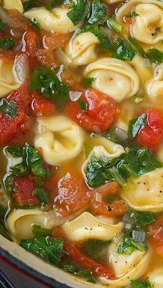 Spinach Soup Fresh Spinach Tomato and Garlic Tortellini Soup. Crockpot Recipes, Soup Recipes, Great Recipes, Vegetarian Recipes, Cooking Recipes, Healthy Recipes, Dinner Crockpot, Healthy Soup, Recipies