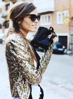 A sparkly gold New Year's Eve outfit! NYE New Year's Eve outfit inspiration ideas. Outfit Night, Street Looks, Street Style, Gold Sequin Jacket, Sequin Blazer, Glitter Jacket, Gold Sequins, Gold Blazer, Inspired Outfits
