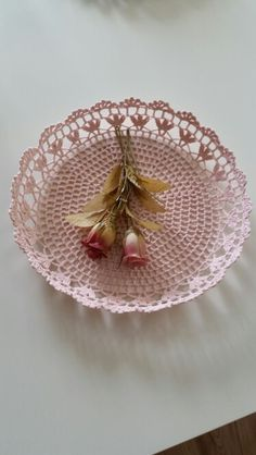 Basket made of lace Source by ayetrd Crochet Bowl, Crochet Fruit, Diy Crochet And Knitting, Thread Crochet, Crochet Gifts, Crochet Doilies, Doily Patterns, Crochet Patterns, Knit Basket