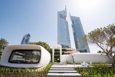 The world's first ever printed office building has opened in Dubai. The futuristic building built in just 17 days, using printing technology is 3d Printed Building, 3d Printed House, Impression 3d, Industrial 3d Printer, Office Pictures, And So It Begins, 3d Printing Technology, Earth Homes, 3d Prints