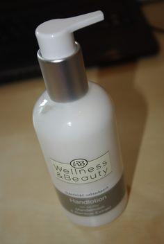 Wellness & Beauty Handlotion. Eine tolle Lotion für zwischendurch mit schönem Duft und angenehmer Konsistenz. Zieht schnell ein und pflegt gut! Mehr unter: http://lucciola-test.blogspot.de/2014/08/produkttest-rossmann-wellness-beauty.html