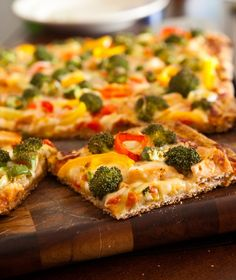 Grilled Chicken, Broccoli and Pepper Pizza