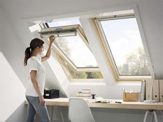 Two center-pivot VELUX roof windows placed side-by-side provide this upper-story home office with abundant natural light and ventilation – the perfect recipe for a focused, productive workday. Attic Inspiration, Workspace Inspiration, Attic Rooms, Attic Spaces, Modern Tiny House, Roof Window, Attic Conversion, Luz Natural, Natural Light