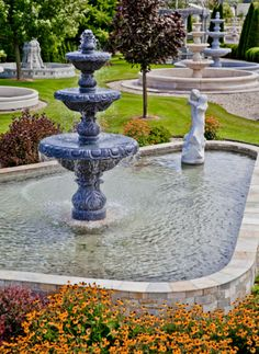 Fountain basins can be any size or shape. Click on the picture to view more fountain styles. #Stone #Style #Fountain #Design
