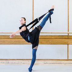 Anita Wira Ostaszyk of Polish National Ballet // @simpledancerslife // #Flexistretcher #arabesque
