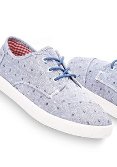 An airy sneaker for stepping into spring adventures, the Paseo features a dotted chambray upper to give your style a subtle kick.