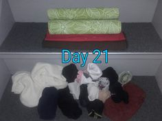 Socks, again, pairs and singles. Wonder how many times I can return to that box during this #MinsGame 😅 Day 21! #Minimalism #reducing #stuff