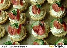 Slané košíčky s Nivou recept - TopRecepty.cz Salty Foods, Salty Snacks, Fondant Cupcakes, Mini Cupcakes, Bread Dough Recipe, Czech Recipes, Polish Recipes, Wrap Sandwiches, Appetisers
