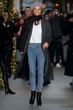 Model Lais Oliveira scores high on the cool scale here in a white tee and classic blue jean combo. It's the little things which add the pep: a stylish beret and star-print scarf