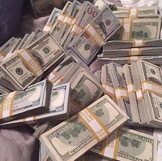 Money gold cash stack earn goals and motivation wealth and dollar bills rich lif.- Money gold cash stack earn goals and motivation wealth and dollar bills rich lifestyle Cash Money, My Money, Money Tips, Make Money Online, How To Make Money, Quick Money, Jackpot Winners, Argent Paypal, Money On My Mind