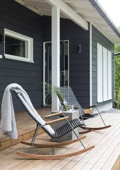 kuva Pool Plants, A Frame Cabin, Outdoor Chairs, Outdoor Decor, Winter House, Log Homes, Black House, Home Deco, Outdoor Living