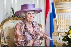 BRATISLAVA (ANP). Slowakije neemt bij het voorzitterschap van de Europese Unie een voorbeeld aan de pragmatische en nuchtere aanpak van Nederland. Dat zei de...