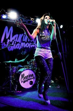 I WANT go to a concert of Marina like this!!!