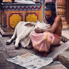 Sadhu (holy man) with sacred cow in Varanasi. Varanasi or Benares, as the locals call it is India's oldest, and possibly holiest, city. Anyone who has ever visited Varanasi will find both cows and holy men in every lane of the city. Beautiful Creatures, Animals Beautiful, Namaste, Animals And Pets, Cute Animals, Religion, Amazing India, Varanasi, People Of The World