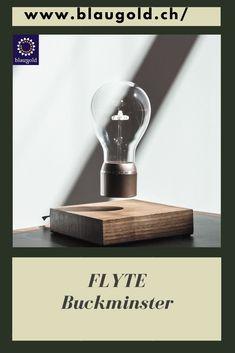 Glühbirne=kupfer Beschreibung  Schwebende LED-Glühbirne Sockel aus schwedischem Echtholz Magnetspule im Sockel lässt die Glühbirne 15 bis 17mm schweben Glühbirne erhält Strom über Induktion. #lightbulb #light #bulb #led Real Wood, Designer, Light Bulb, Lighting, Home Decor, Good Invention Ideas, Led Lights Bulbs, Levitate, Pedestal