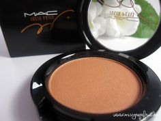 Review: MAC - Blush Linda (Julia Petit LE) - Miss Grapefruit - Beauty Blog