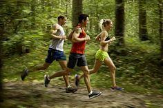 Mit intensivem Intervall-Training und kohlenhydratarmer Ernährung purzeln die Pfunde. Mit diesen 8 Lifehacks holen Low-Carb-Läufer noch mehr raus!