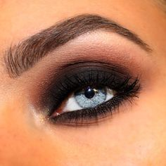 Smokey smokeyeye black makeup eyemakeup brows brow macpigment gelliner blue eyes