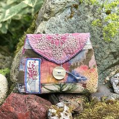 These Lovely Pouches are Fun to Make and to Give - Quilting Digest Vintage Quilts, Vintage Fabrics, Roxy, Pdf Sewing Patterns, Bag Patterns, Pouch Pattern, Sewing Basics, Sewing Tips, Sewing Ideas