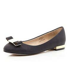 Black bow front round toe ballet pumps �25.00